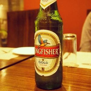 あっさり再会した後、冷え冷えのビールで祝福!私達はネパール以来。父達もインドでは初めて。この味、喉ごし、たまりません。